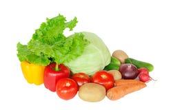 Sammansättning med rå grönsaker på vit Arkivfoto