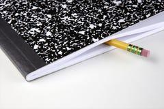 Sammansättningsanteckningsbok och blyertspenna Royaltyfria Foton