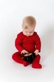 Sammanträde behandla som ett barn med tar tid på i rött följe Royaltyfri Foto