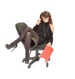 Sammanträde för affärskvinna på en stol Fotografering för Bildbyråer
