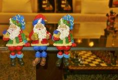 Sammanträde Santa Claus Figurines Royaltyfri Foto