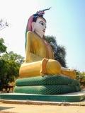 SammanträdeBuddha i Kyaw Aung San Dar Monastery, Amarapura, Mandal Arkivbild