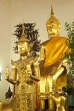 SammanträdeBuddha i thailändsk kyrka. Royaltyfri Fotografi