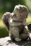 Sammanträde och drömma för ängel Royaltyfria Bilder