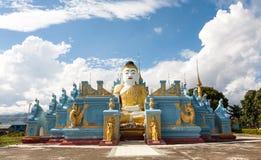 SammanträdeBuddha, Nyaungshwe, Myanmar Arkivfoto