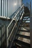 Sammelbehälter mit Treppe Stockfotografie