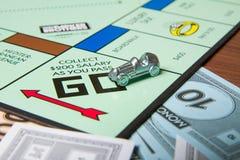 sammeln Sie 200 Dollars im Monopol Lizenzfreie Stockfotos