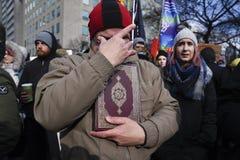 Sammeln Sie gegen Donald Trump-` s moslemisches Verbot in Toronto Stockbilder