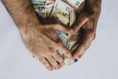 Sammeln von Stapel von Eurobanknoten des unterschiedlichen Wertes stockfotos