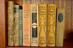 Sammlung alte Bücher in der deutschen Sprache Stockbilder