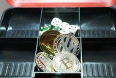 Sammlung cryptocurrency in einem Lockbox lizenzfreies stockfoto