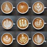 Sammlung der Draufsicht der Lattekunst-Kaffeetassen Lizenzfreies Stockfoto