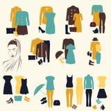 Sammlung Frauen ` s Kleidung in der gleichen Art Lizenzfreie Stockfotografie