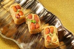 Sammlung indischen halwa Bonbons gemacht von gebratenem trockenem Früchte whe Stockbilder