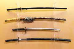 Sammlung Japaner Katana, Daito, Wakizashi, Tanto, Samuraiklingen Lizenzfreie Stockfotos