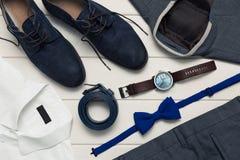 Sammlung Männer ` s Modekleidung und -Zubehör lizenzfreie stockbilder