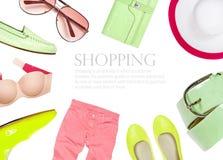 Sammlung Sommerkleidung lokalisiert auf weißem Hintergrund Lizenzfreies Stockfoto