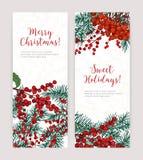 Sammlung vertikale Weihnachtsfahnen mit Koniferenbaumasten, Stechpalmenblättern und Beeren, Feiertagsbeschriftung und vektor abbildung