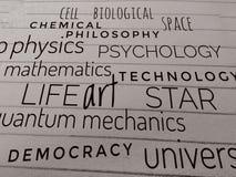 Sammlung Wissenschaftswörter auf Papier lizenzfreies stockfoto