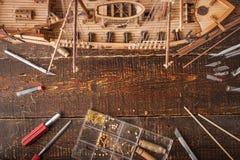 Sammlungsschiffsmodell auf einer Tabelle Lizenzfreie Stockfotos