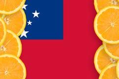 Samoa flagga i vertikal ram för citrusfruktskivor arkivbild