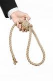 Samobójstwa i biznesu temat: Ręka biznesmen trzyma pętlę odizolowywająca arkana dla wieszać na bielu w czarnej kurtce Fotografia Royalty Free