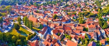 Samobor pejzaż miejski i otaczających wzgórzy powietrzny panoramiczny widok obrazy royalty free