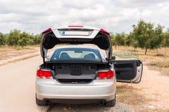 Samochód łamał puszek na drodze agawy Almeria Andalusia cabo de Gata pustynnych krajobrazowych gór natury blisko parka naturalna  Obrazy Stock