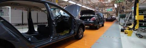 Samochód bez drzwi na linii produkcyjnej Długi format Szeroki kąta widok roślina automobilowy przemysł Może używać jako a obraz royalty free