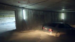 Samochód iść przez kondygnaci overground parking zbiory