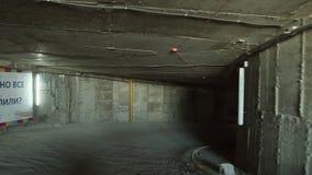 Samochód iść przez kondygnaci overground parking zdjęcie wideo