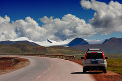 Samochód i góry Zdjęcia Royalty Free