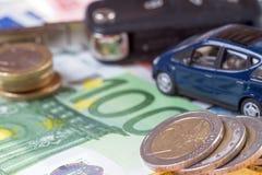 Samochód i pieniądze Fotografia Royalty Free