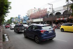 Samochód i ruch drogowy na Chiangmai miasta drodze Fotografia Stock
