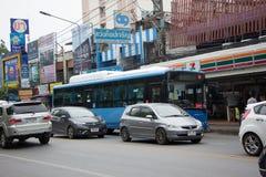 Samochód i ruch drogowy na Chiangmai miasta drodze Zdjęcie Royalty Free