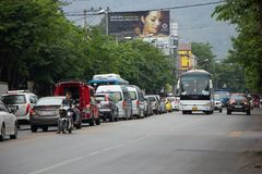Samochód i ruch drogowy na Chiangmai miasta drodze Obrazy Stock