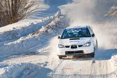 samochód jedzie Igor impreza sedov subaru biel Zdjęcie Stock