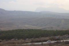 Samochód jest w górach Zdjęcia Royalty Free