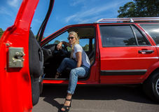 samochód kobiet jej potomstwa Zdjęcie Stock