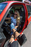 samochód kobiet jej potomstwa Obrazy Stock