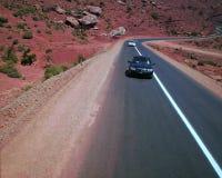 Samochód na Marokańskiej drodze zdjęcie stock