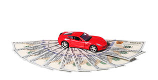 Samochód na pieniądze gotówce odizolowywającej na bielu Obrazy Stock