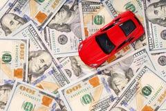 Samochód na pieniądze gotówki tle Zdjęcia Royalty Free