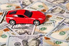 Samochód na pieniądze gotówki tle Zdjęcie Stock