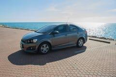 Samochód parkujący na samochodowym parking przy morzem Zdjęcie Royalty Free