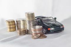Samochód, pieniądze, biały tło sposobności Obrazy Royalty Free