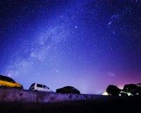 Samochód pod gwiazdą Fotografia Royalty Free