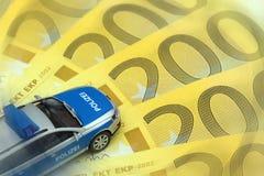 Samochód policyjny na Euro rachunkach Fotografia Stock
