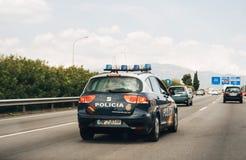 Samochód policyjny przegląda wyspę Palmy de Mallorca autostrada Obrazy Royalty Free