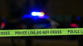 Samochód policyjny syrena z rubieżną taśmą, Defocused Obraz Stock